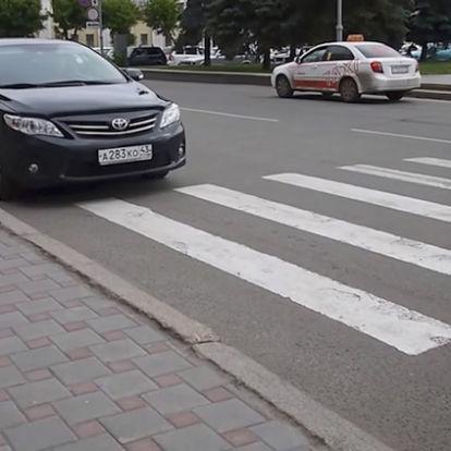 Как накажут водителя, остановившегося на пешеходной зебре?