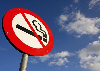 Кому выпишут штраф за курение во время управления автотранспортом?