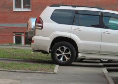 Когда и как можно парковаться на тротуаре?