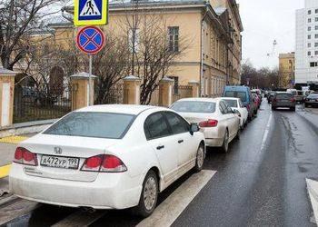 Нарушение ПДД - стоянка на пешеходном переходе