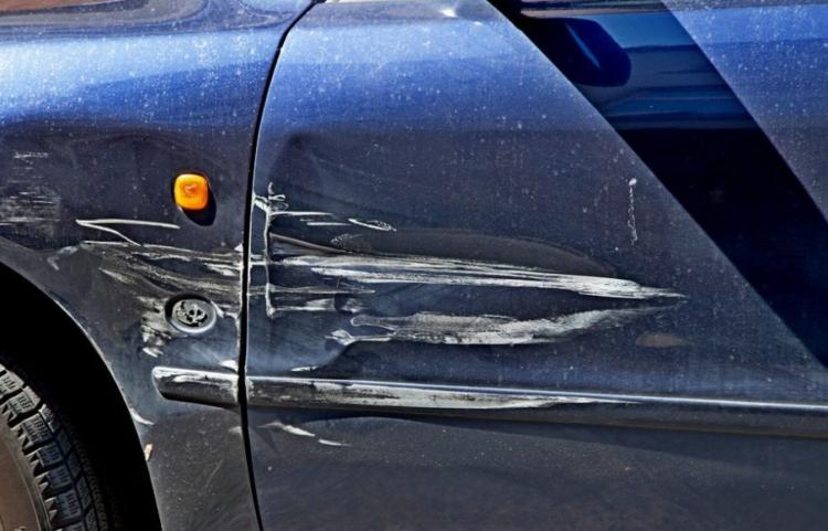 Поцарапали автомобиль во дворе